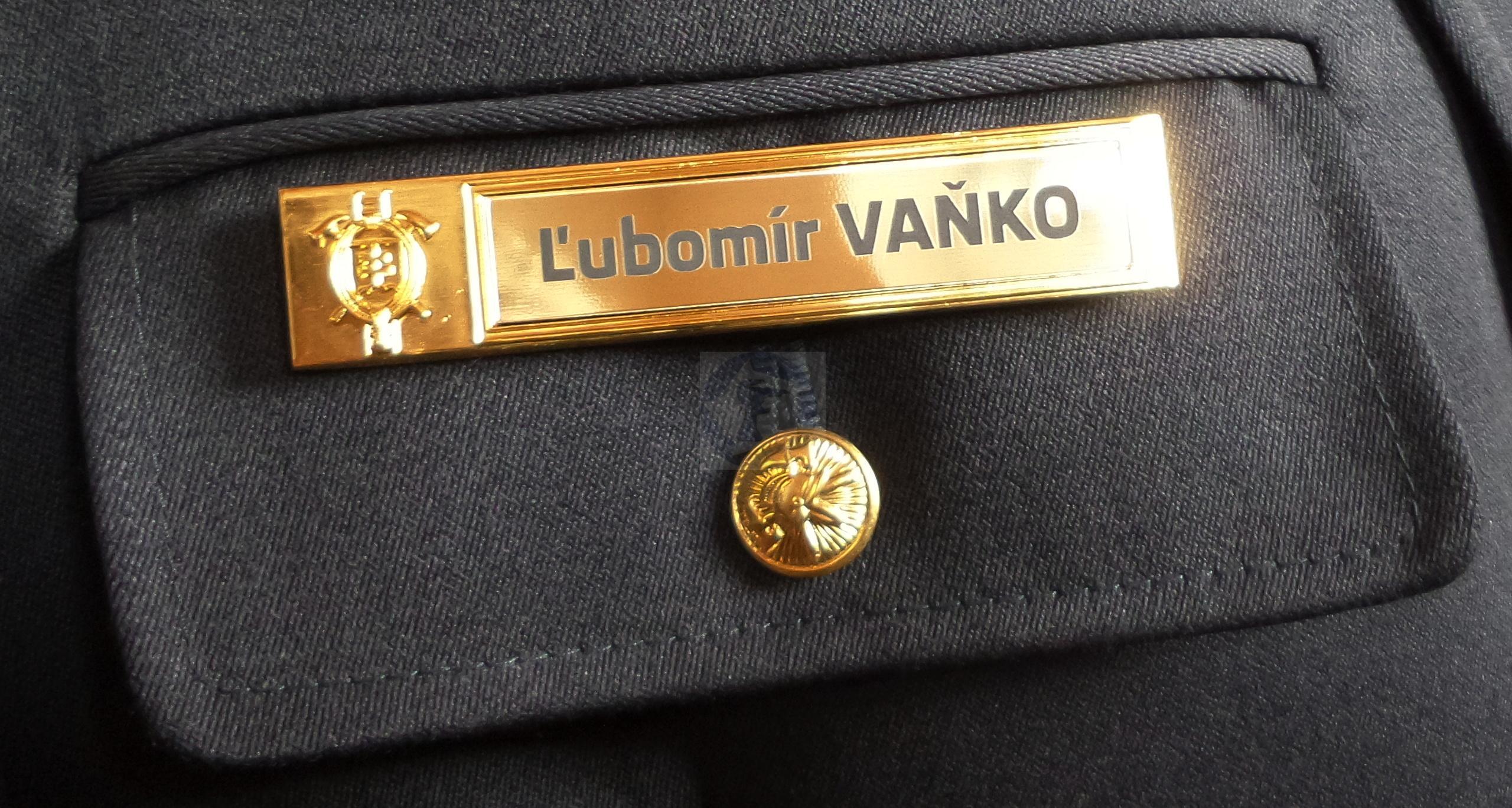 29fdb1ed7b28 Kovová menovka k slávnostnej uniforme